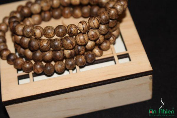 Chuỗi Hạt Trầm Hương– CH.08 là loại vòng trầm hương 108 hạt, được làm từ Trầm hương thiên nhiên.