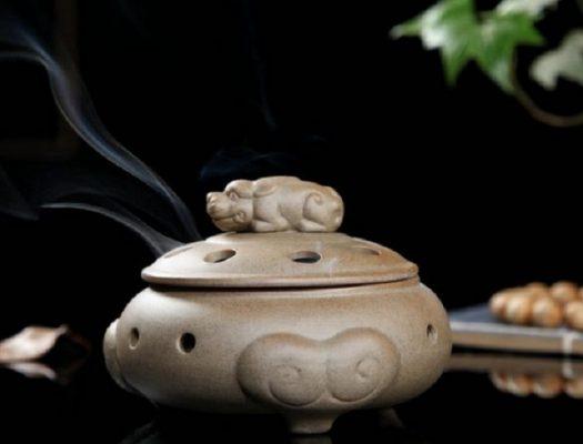 Lư Đốt Trầm Bằng Gốm ( Nắp Nghê ) là một loại lư xông trầm bằng gốm cao cấp