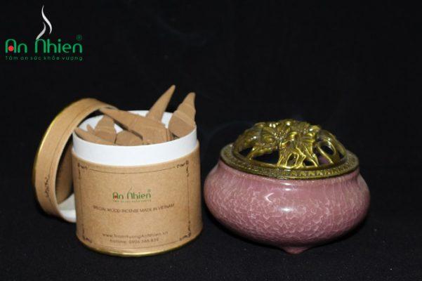 Nhang thơm cao cấp An Nhiên là những sản phẩm được làm hoàn toàn từ trầm hương
