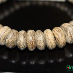 Vòng Tay Trầm Hương Cao Cấp - Mã VT.21 là loại vòng tay trầm hương Việt Nam. Mẫu vòng tay có thể dùng cho Nam và Nữ